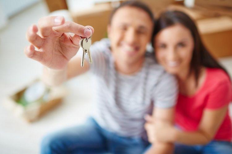 Penyerahan kunci rumah dari pengembang kepada pemilik rumah merupakan momen yang menyenangkan.