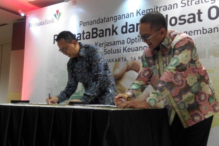 Penandatanganan kerja sama strategis antara Permata Bank dengan Indosat Ooredoo di Kantor Pusat Permata Bank, Kamis (16/3/2017).