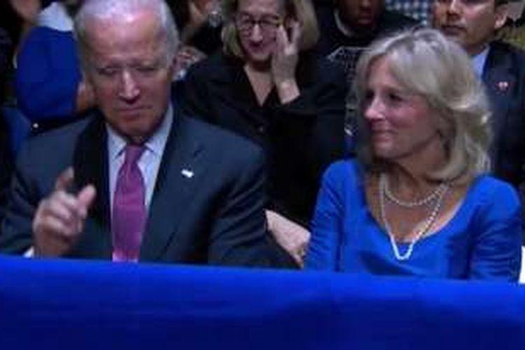 Wakil Presiden AS Joe Biden dan istri Jill Biden dalam acara pidato terakhir Presiden AS Barack Obama di Chicago, Rabu WIB (11/1/2017).