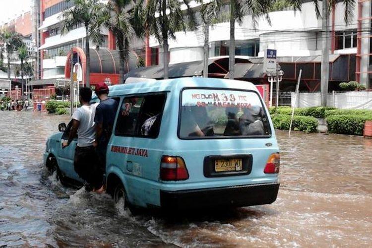 Jakarta menempati peringkat kesebelas, kota paling rawan banjir di dunia.
