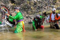 Ritual Kuda Lumping Mandi dan Pengingat Bersih Diri di Tengah Pandemi
