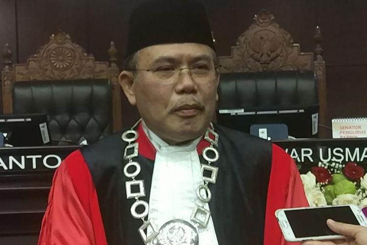 Wakil Ketua Mahkamah Konstitusi (MK) terpilih periode 2019-2012, Aswanto, di Gedung MK, Jakarta Pusat, Selasa (26/3/2019).