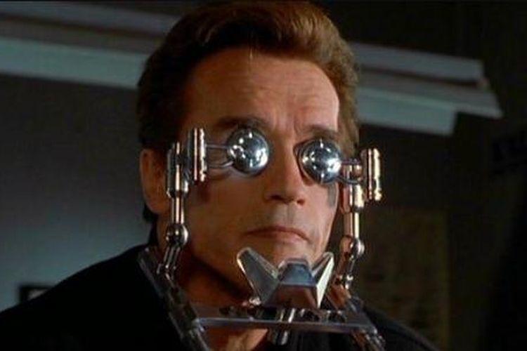 Arnold Schwarzenegger dalam film The 6th Day