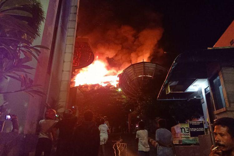 Tampak kebakaran yang terjadi di APO Bukit Barisan, Kelurahan Gurahbesi, Distrik Jayapura Utara, Kota Jayapura, Papua, yang terjadi pada Minggu malam (28/4/2019).  Kebakaran mengakibatkan 19 rumah hangus terbakar, satu orang tewas dan tiga lainnya mengalami luka bakar