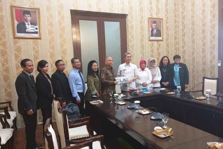 Wakil Wali Kota Bogor Dedie Rachim saat menerima kunjungan Konsulat Jenderal Republik Indonesia (KJRI) Toronto, Kanada, untuk membahas sejumlah kerjasama di bidang pariwisata, seni budaya, investasi, dan perdagangan, di Balai Kota Bogor, Kamis (23/1/2020).
