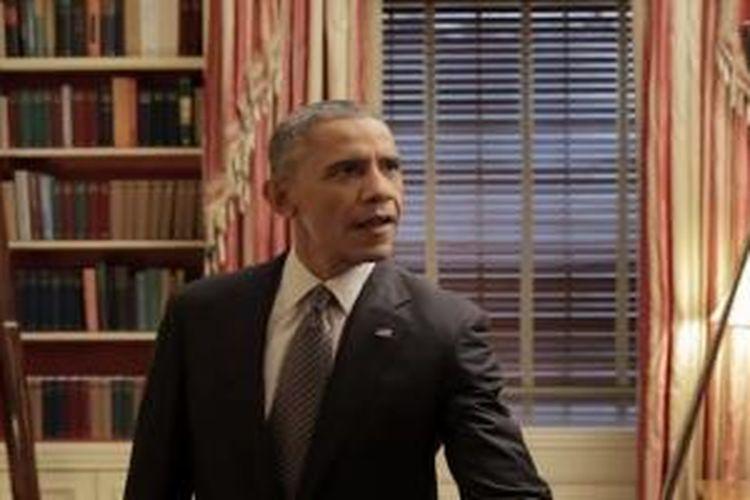 Cuplikan selfie Obama menggunakan tongsis dalam video