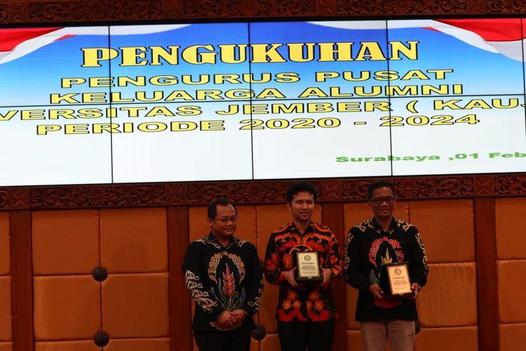 Wakil Gubernur Jawa Timur, Emil Dardak menghadiri Pengukuhan Pengurus Pusat Keluarga Alumni Jember (KAUJE) di Graha Wicaksana Praja Sekretariat Daerah Jawa Timur, Sabtu (1/2/2020).