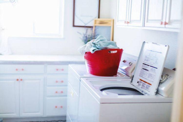 Ilustrasi mesin cuci bukaan atas.