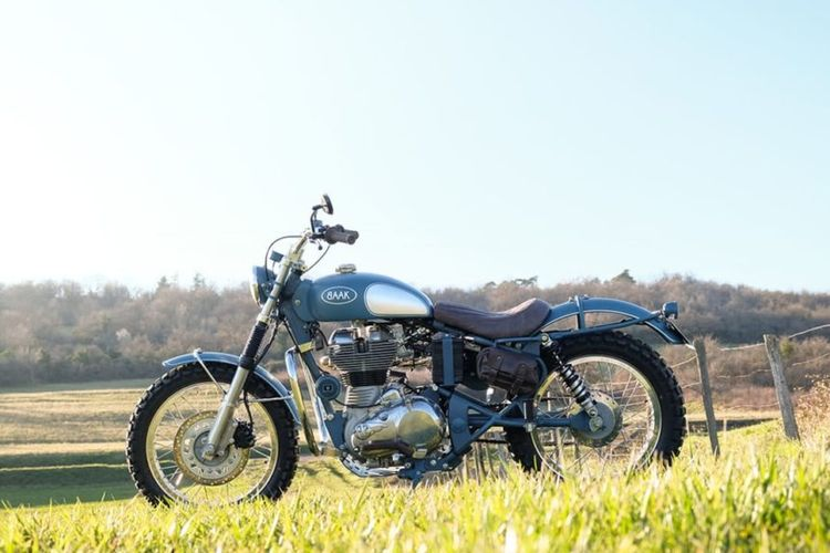 Royal Enfield Classic 500 bergaya scrambler garapan Baak Motocyclettes