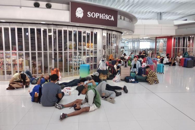 Tim renang DKI Jakarta tak bisa pulang ke tanah air karena operasional bandara ditutup akibat aksi unjuk rasa di Hong Kong, Senin (12/8/2019).