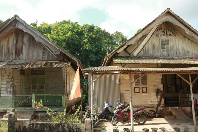 Dari sisi luar, rumah Moehammad Joesoef terlihat memiliki area teras dan halaman.