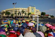 Berharap Sekilas Lihat Raja, Warga Thailand Penuhi Jalanan Bangkok