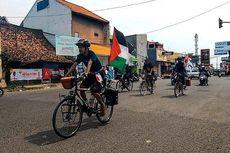 Pemuda Asal Ciracas Bersepeda 1.100 Km Sambil Kibarkan Bendera Palestina dan Galang Dana