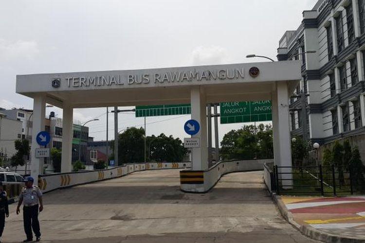 Terminal Bus Rawamangun, Jakarta Timur, Jumat (6/1/2017).