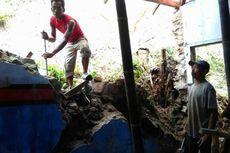 Banjir Rendam 11 Rumah di Ponorogo, Longsor Tutup Akses Jalan