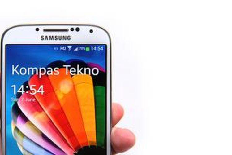 Ponsel pintar Galaxy S4 menggunakan sistem operasi Android yang dikembangkan Google.
