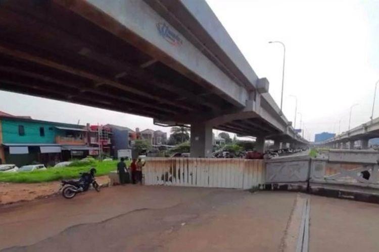 Akses Jalan Inspeksi Kalimalang, Cipinang Melayu, Jakarta Timur, ditutup warga, Sabtu (28/3/2020).