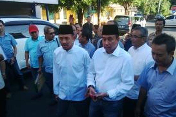Pasangan Dhimam Abror-Haris Purwoko mendaftar ke KPU Surabaya.