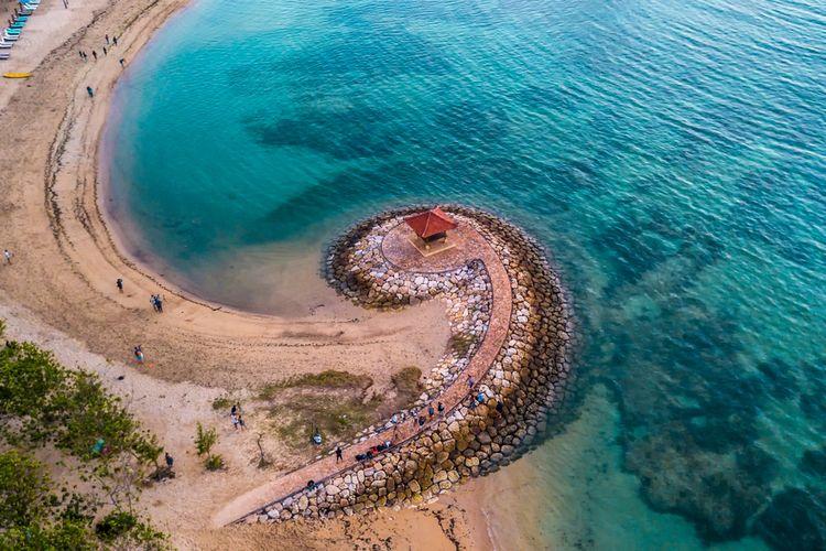 Ilustrasi panorama Pantai Sanur.
