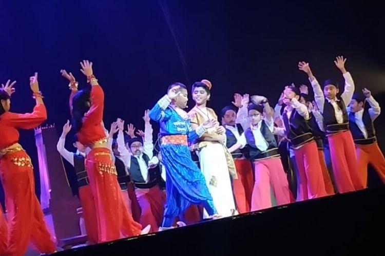 Sekolah Global Sevilla menggelar pementasan drama musikal Aladdin di Taman Ismail Marzuki, Jakarta, bertepatan dengan hari Valentine, 14 Februari 2019.