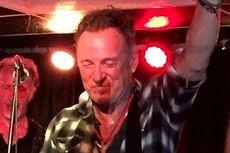 Lirik dan Chord Lagu Out in the Street - Bruce Springsteen