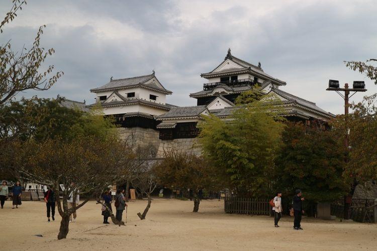 Kastil Matsuyama di Kota Matsuyama, Jepang.