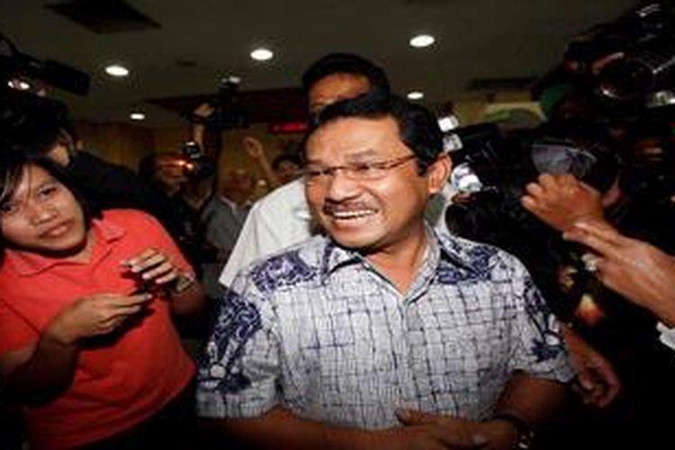 Bupati Bogor, Rahmat Yasin dipanggil Komisi Pemberantas Korupsi, Jakarta, Selasa (14/5/2013). Ia dimintai keteterangan sebagai saksi dalam kasus dugaan suap pembangunan tempat pemakaman bukan umum di Bogor.