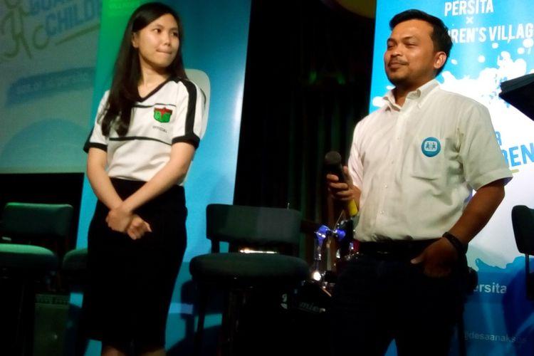Dari kiri ke kanan, Evelyn Cathy (Direktur Komersial PT Persita Tangerang Raya) dan Sumanda Tondang (Direktur Fund Development & Communications SOS Childrens Villages Indonesia) saat memperkenalkan kerja sama sosial kedua belah pihak bertajuk #GoalForChildren di Jakarta, Rabu (3/7/2019).