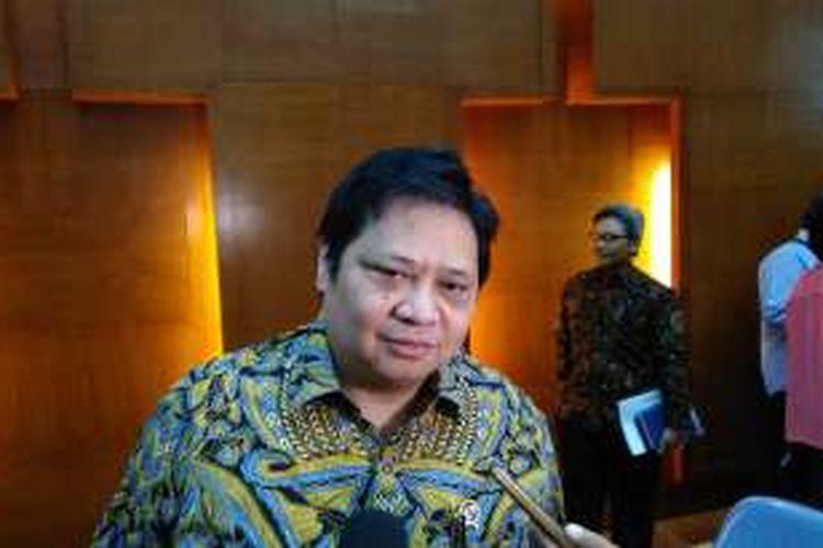 Menteri Perindustrian (Menperin) Airlangga Hartarto saat jumpa pers akhir tahun dan kinerja sektor industri 2016 di Kemenperin, Jakarta, Kamis (22/12/2016).