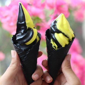 Black Cones hadirkan es krim rasa mangga dan durian