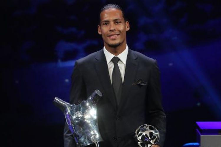 Bek Liverpool, Virgil Van Dijk menyabet penghargaan sebagai pemain terbaik Eropa atau UEFA Mens Player of The Year 2019 yang diberikan di Monako, Kamis (29/8/2019) atau Jumat dini hari WIB.