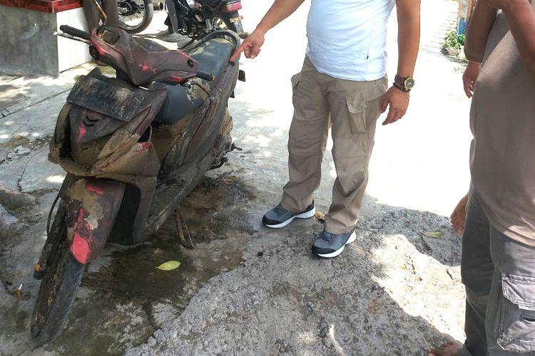 Motor Beat yang ditemukan di sungai Desa Ngebrak, Kecamatan Gampengrejo, Kabupaten Kediri, Jawa Timur, Kamis (10/12/2020).