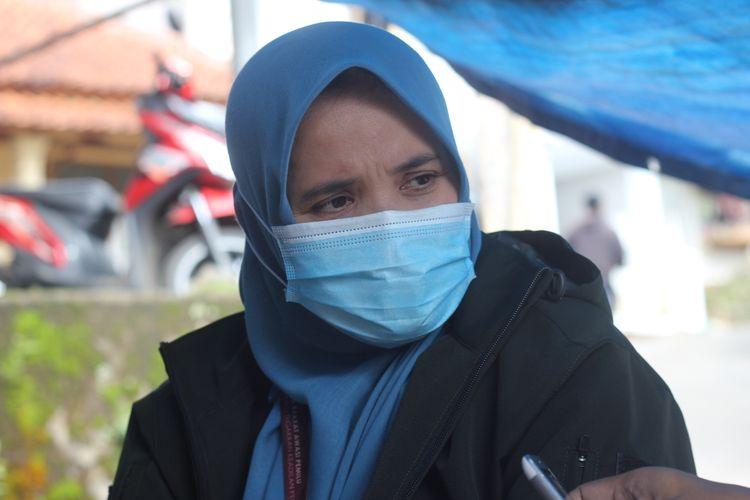 Anggota Bawaslu Jawa Barat Lolly Suhenty