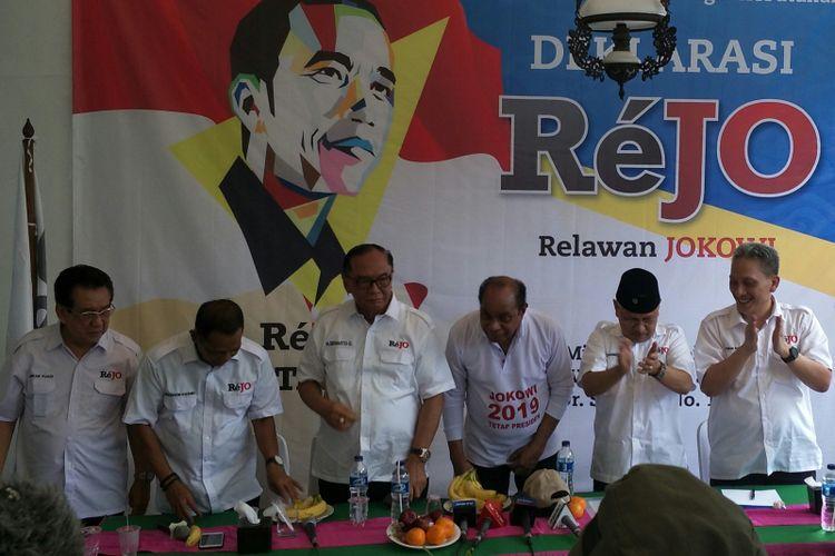 Relawan Jokowi (Rejo) menggelar deklarasi dukungan kepada Presiden Joko Widodo untuk memimpin Indonesia dua periode di kawasan Tebet, Jakarta Selatan, Minggu (6/5/2018).
