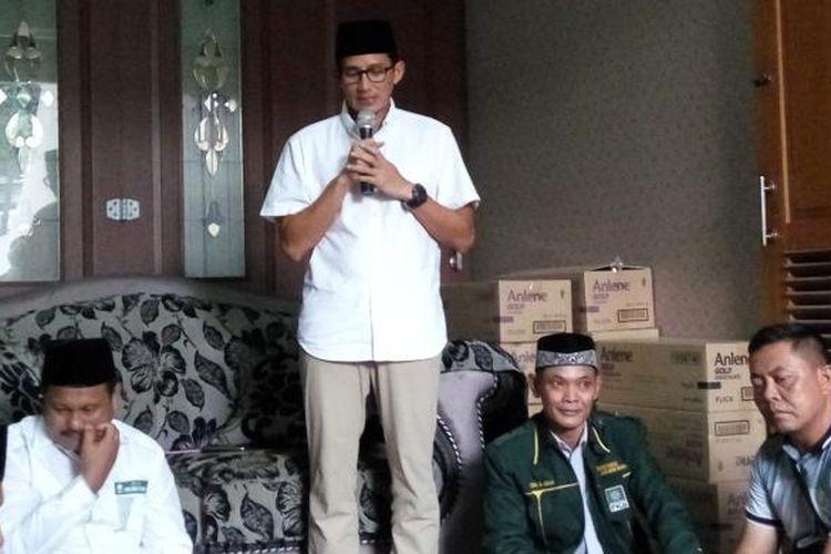 Calon wakil gubernur DKI Jakarta, Sandiaga Uno saat di kawasan Sunter Jaya, Jakarta Utara pada Sabtu (25/2/2017).