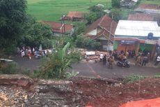 Tebing Longsor di Sumedang Ancam Bangunan SD, Orangtua Siswa Khawatir