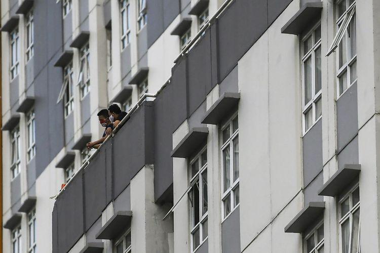 Pasien COVID-19 beraktivitas di Rumah Sakit Darurat COVID-19 Wisma Atlet Kemayoran di Jakarta, Minggu (15/11/2020). Ketua Satgas Penanganan COVID-19 sekaligus Kepala BNPB Letjen TNI Doni Monardo mengatakan selama dua minggu terakhir angka kasus konfirmasi positif COVID-19 di Indonesia mengalami peningkatan yang berdampak pada keterisian ruang isolasi yang semula 32 persen saat ini naik menjadi 53 persen. ANTARA FOTO/Galih Pradipta/aww.