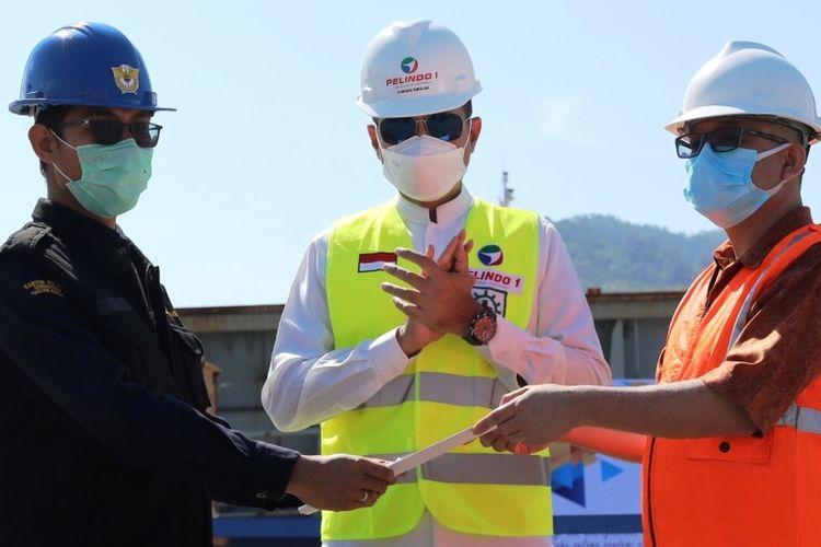 Wakil Gubernur Sumut Musa Rajekshah dan GM Pelindo 1 Sibolga M Eriansyah melepas kapal ekpsor perdana di Pelabuhan Sibolga pada Sabtu (13/2/2021)