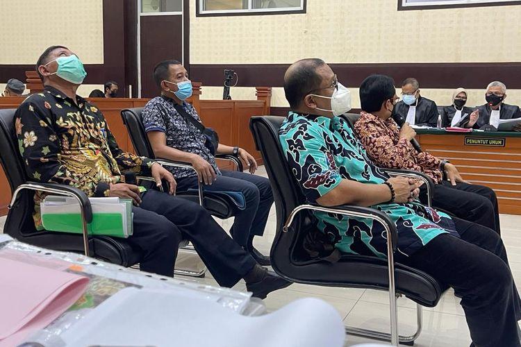 Pengadilan Negeri (PN) Jakarta Timurmelanjutkan sidang kasus kerumunan yang terjadi di Petamburan, Jakarta Pusat dan Megamendung, Puncak, Kabupaten Bogor dengan terdakwa Rizieq pada hari ini, Senin (19/4/2021). Empat saksi dihadirkan.