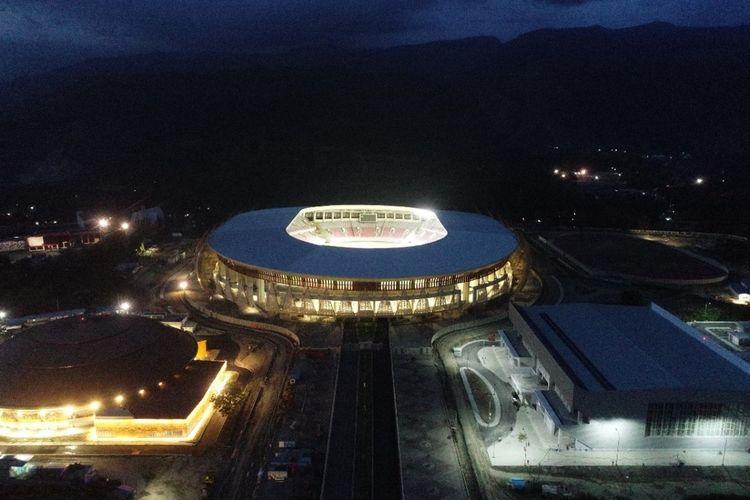 Suasana malam di Stadion Lukas Enembe, Jayapura, Papua