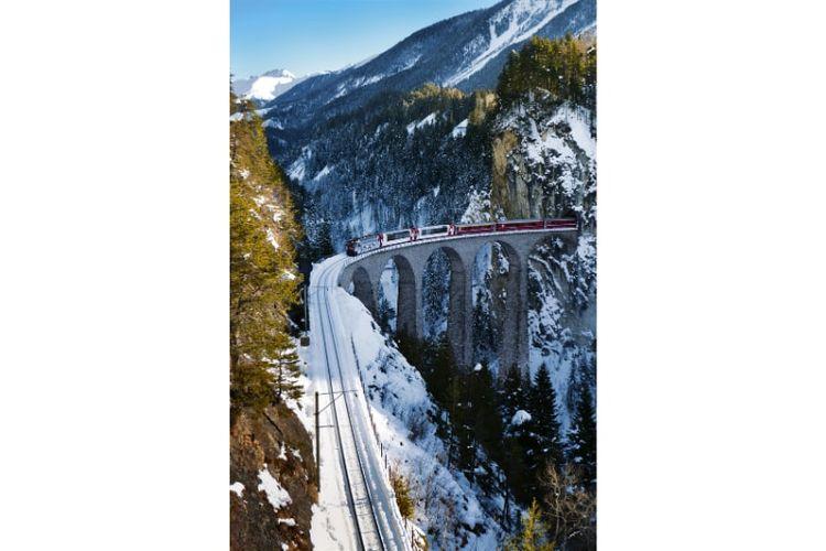 Salah satu kawasan yang dilewati kereta api Albula