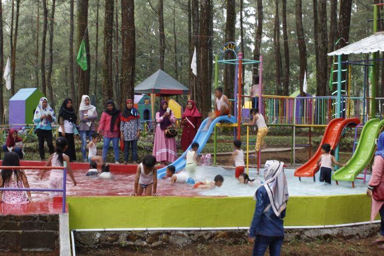Tempat wisata Sikembang Park di Kabupaten Batang, Jawa Tengah.
