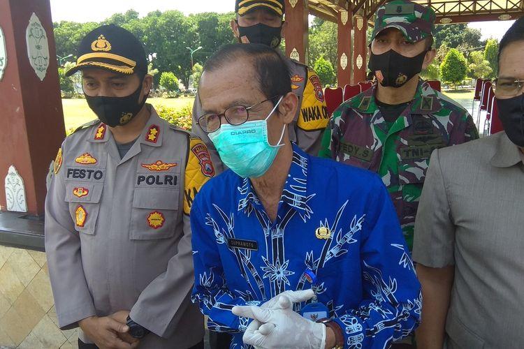 Bupati Magetan Suprawoto menutup 2 kantor dinas karena salah satu ASN terkonfirmasi positif covid 19.
