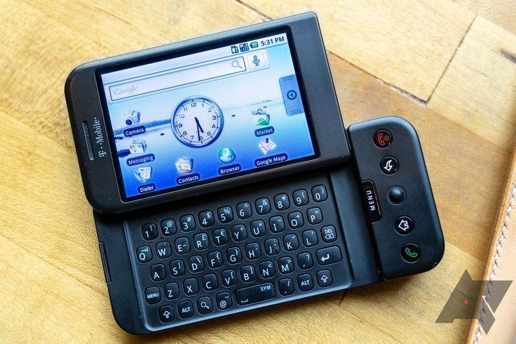 T-Mobile G memiliki keyboard QWERTY yang diletakkan di balik layar.