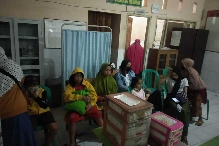 kondisi pasien yang diduga keracunan akibat makanan hajatan di warga Dusun Lingkok Teres Desa Persiapan Prako Kecamatan Janapria Kabupaten Lombok Tengah