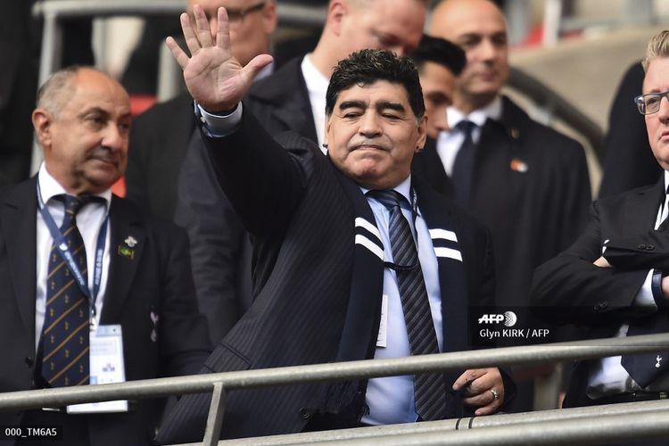 Legenda Argentina, Diego Maradona, hadir pada kemenangan 4-1 Tottenham atas Liverpool di Stadion Wembley, 22 Oktober 2017. Hasil ini adalah kekalahan besar terakhir The Reds sebelum tumbang 0-3 di markas Watford pada akhir pekan ini.