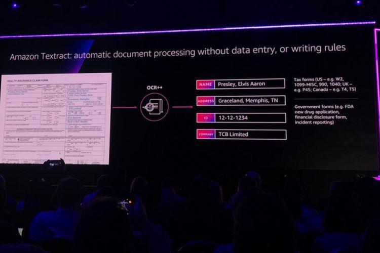Hasil pengolahan data Amazon Extract ditunjukkan oleh CEO AWS, Andy Jassi, pada Re:Invent 2018 di Las Vegas, 28 November 2018.