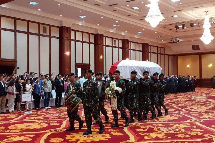 Serah terima jenazah JB Sumarlin kepada pemerintah kemudian dilanjutkan dengan pemakaman di San Diego Hills. Serah terima dilakukan di Kementerian Keuangan, Jakarta, Senin (10/2/2020).