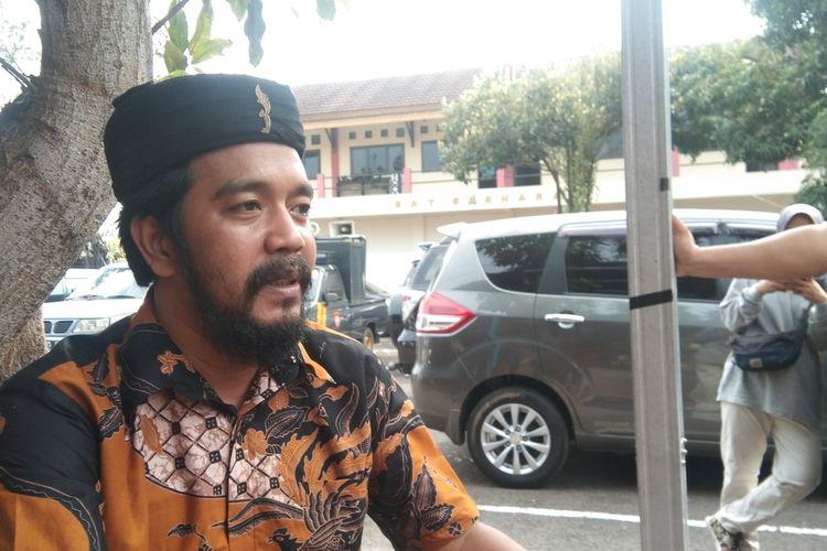 Budi Setiawan (37), seorang pekerja seni di Karawang.