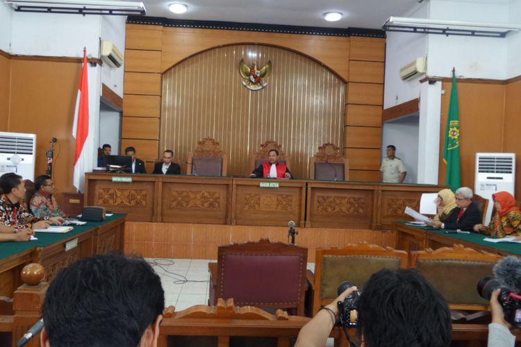 Suasana sidang perdana praperadilan yang diajukan Ketua DPR RI Setya Novanto di Pengadilan Negeri Jakarta Selatan, Kamis (7/12/2017).